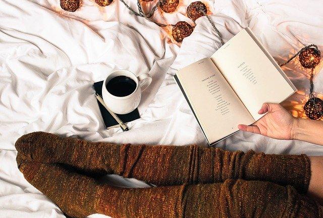 čtení v posteli