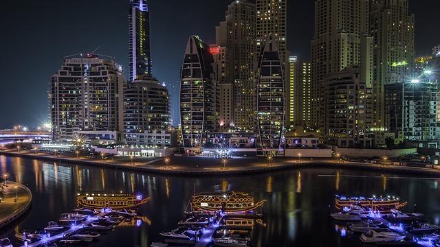 noční Dubai