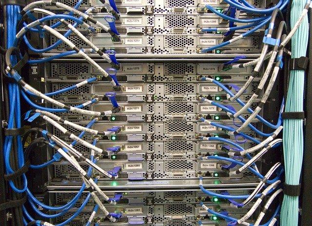 moderní server