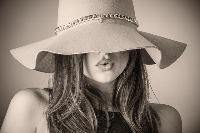 stažený klobouk
