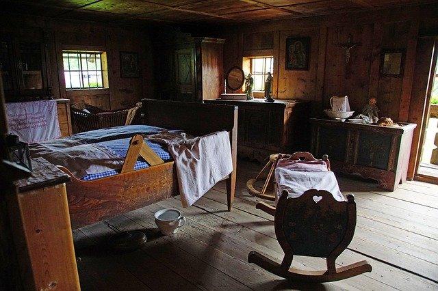 starověká postel